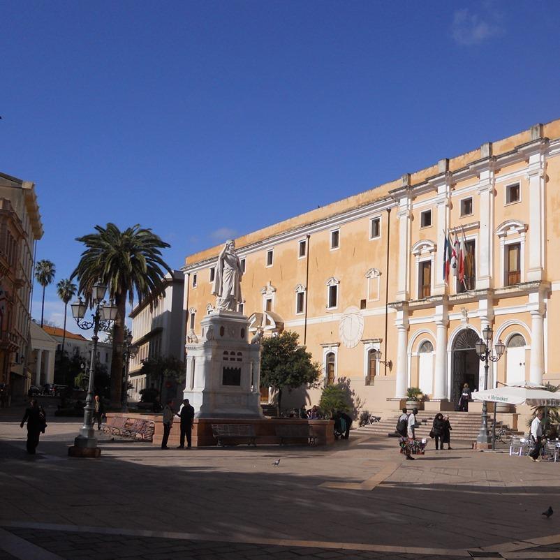 01-piazza-eleonora-e-statua-800x800