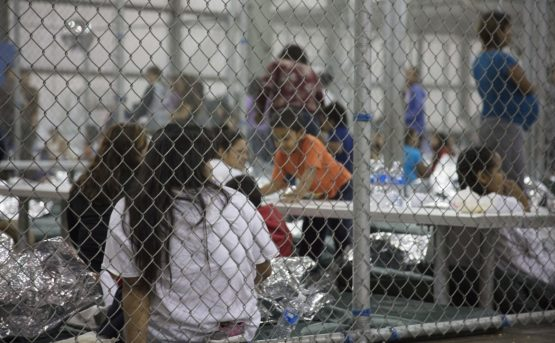 21prima-migranti-texas-ap-1-555x343