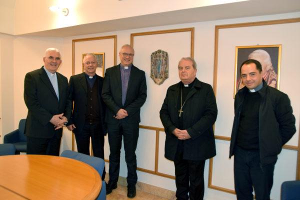 foto-gruppo-nuovo-vescovo-giuseppe-baturi-arrigo-miglio-600x400